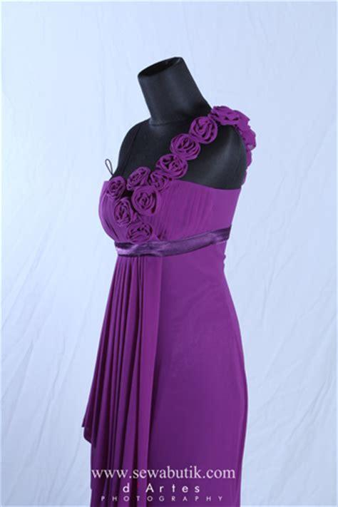 Gaun Pesta Warna Metalic Purple sewabutik sewa gaun pesta kebaya jas pria