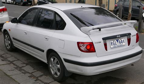 how cars engines work 2004 hyundai elantra windshield wipe control file 2004 hyundai elantra xd my04 hatchback 2015 07 06 02 jpg wikimedia commons