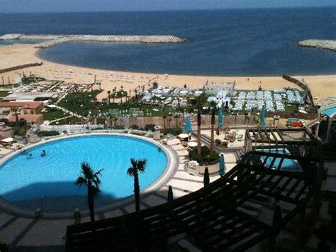 four seasons alexandria blick aus dem zimmer auf hotelpool und strand picture