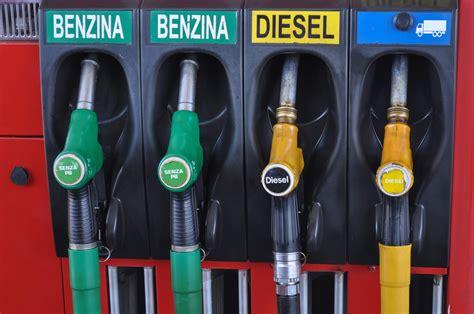 Auto Tanken by Tanken In Itali 235 Comomeeritalie Nl