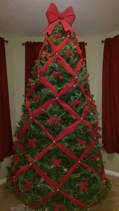 criss cross ribbon with bows on christmas tree tutorial for crisscross ribbons on tree http www v