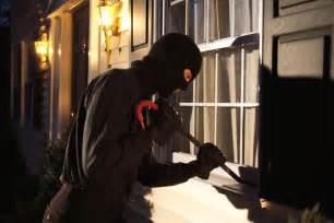 ladri in casa ladri in casa d estate nelle polizze la copertura contro