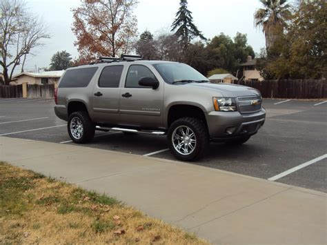 chevrolet suburban lifted image gallery 2007 suburban custom