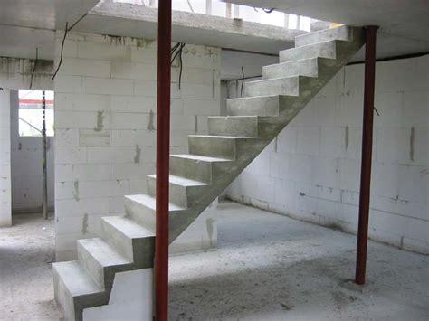 gerade treppe im wohnzimmer stuwe betontreppe treppen rohbau