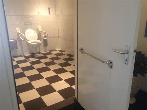 miva toilet deur invalidentoilet kaap doorn na aanpassing handgreep op