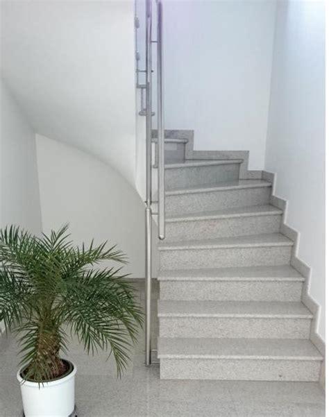 gewendelte betontreppe belagstreppen betontreppen aus granit und marmor