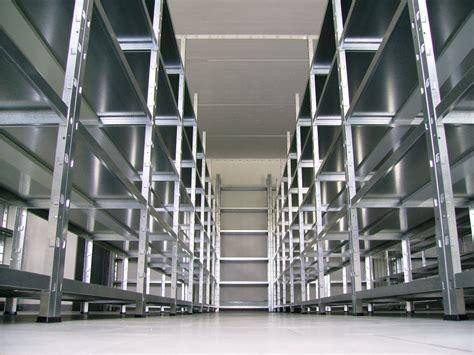 scaffali per ripostiglio free panoramica di scaffali aperti in ferro with scaffali