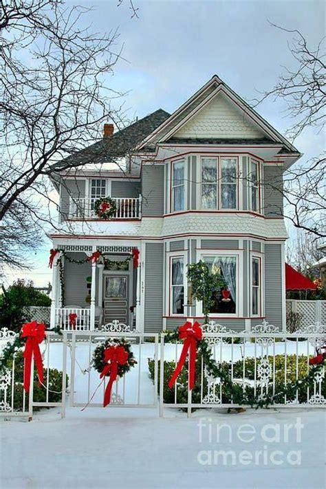 beautifully decorated homes for christmas beautiful victorian home decorated for christmas pictures