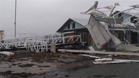 cyclone damaged boats for sale australia cyclone debbie fears for woman believed swept away as