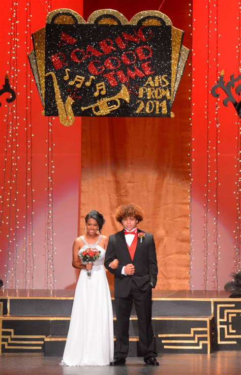prom lead out prom night lead out at austin high prom decaturdaily com