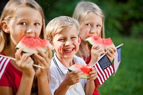 12 Families And Couples Celebrating The 4th by 5 Ways To Celebrate 4th Of July With Your Family