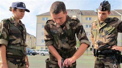 treillis gendarmerie des vacances en treillis de gendarme r 233 serviste