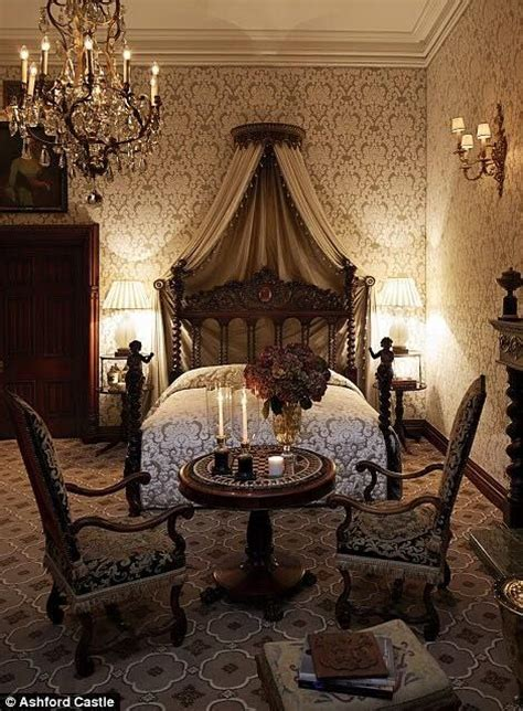 victorian bedroom ideas best 25 victorian bedroom decor ideas on pinterest dressing table victorian small