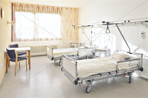 krankenhaus betten krankenhaus bett doppelzimmer stock photo 11040454