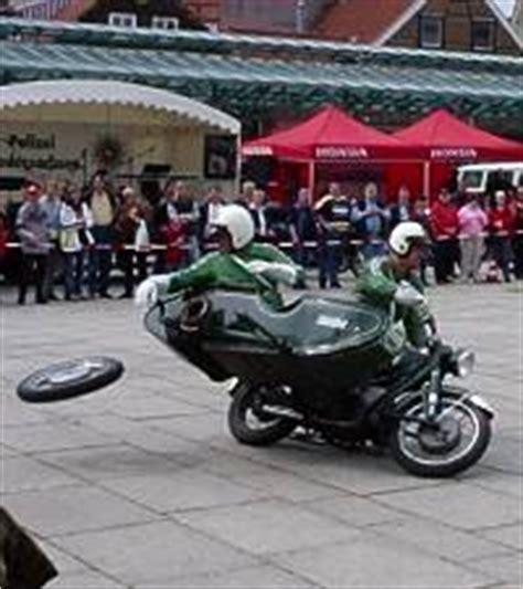 Motorrad Gespann Zieht Nach Rechts by Kawasaki Estrella Umbautipps