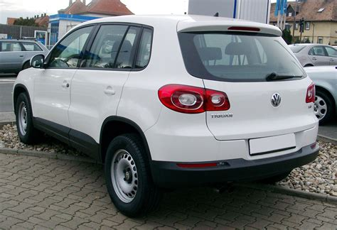 white volkswagen tiguan file vw tiguan white rear 20080121 jpg wikimedia commons