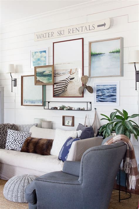 Farmhouse Decor In 10 Stunningly Gorgeous Living Rooms | cottage farmhouse decor billingsblessingbags org