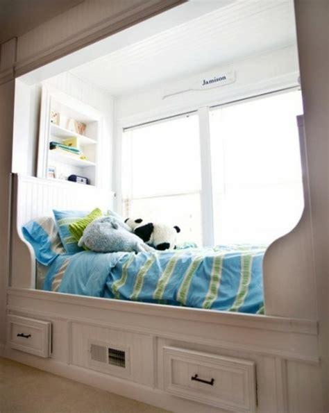 Bett Fenster by Verwandeln Sie Den Fensterplatz Im Kinderzimmer In Bequeme
