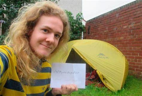 dieci mesi alimentazione dorme 10 mesi in tenda per pagarsi le tasse universitarie