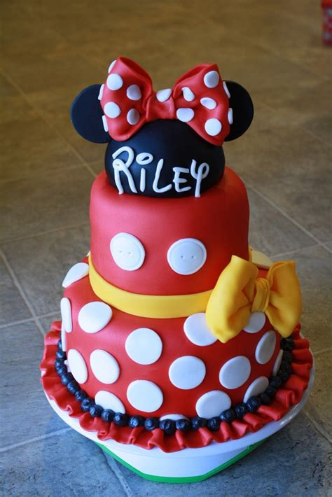 cutest minnie mouse cakes   love pretty  party