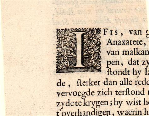 lettere gotiche antiche capolettera i con decorazioni floreali