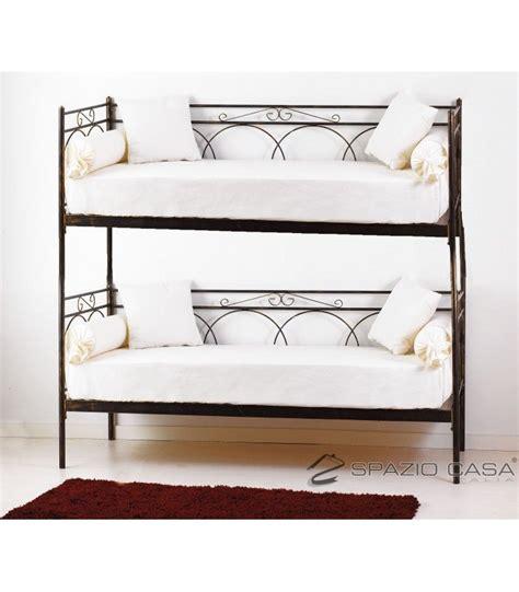 divani letto con doghe in legno oltre 25 fantastiche idee su divano letto a su