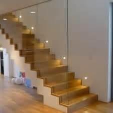 beleuchtung stiege treppe aus beton mit eichenstufen und glas treppen