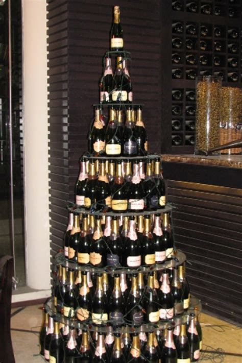 people are making wine bottle christmas trees
