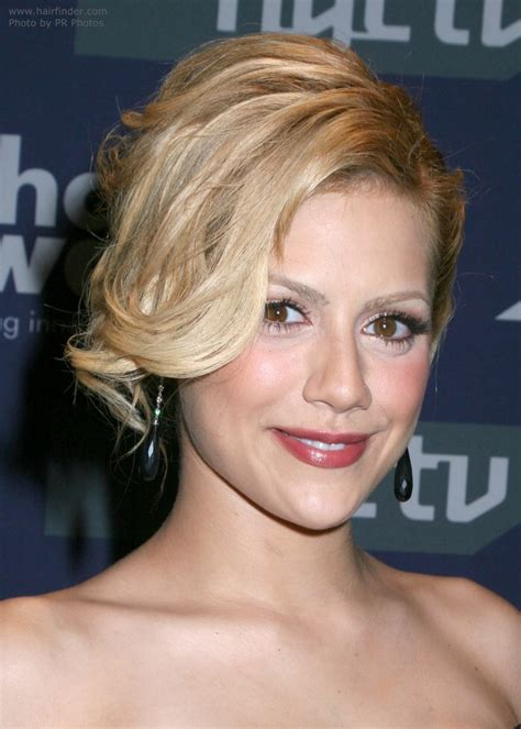pictures of over the ear hair styles brittany murphy short over the ear hairstyle for a heart