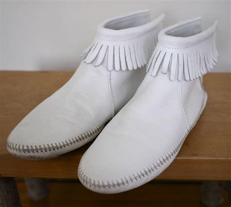 vintage 70s minnetonka white leather fringe moccasin ankle