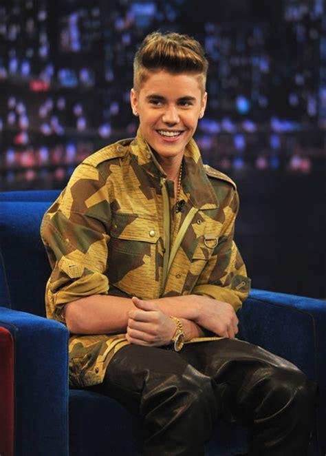 berita justin bieber februari 2013 more pics of justin bieber military jacket 1 of 23