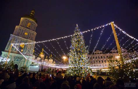 ukrain net on christmas tree ukraine s tree lit up in kyiv photos unian