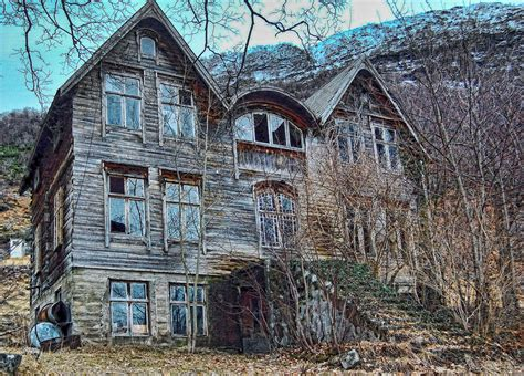 abandoned homes eerie halloween photography