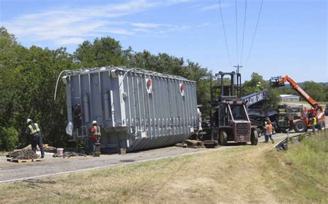 comfort care transportation san antonio trailer failure left something really big in kendall