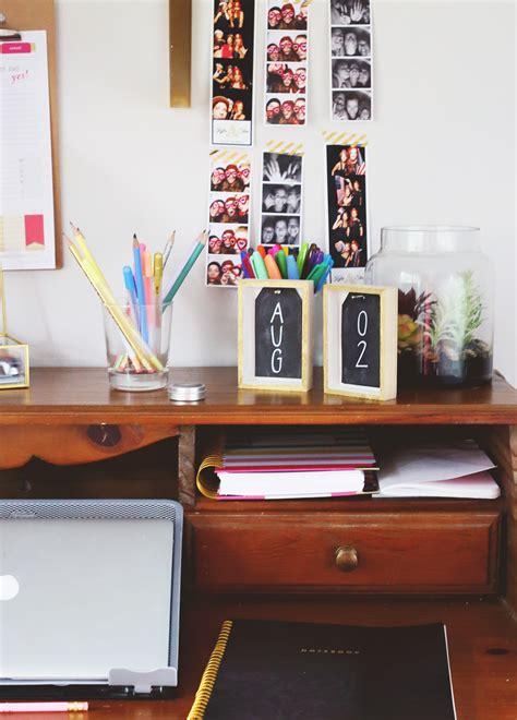 diy desk calendar chalkboard diy desk calendar