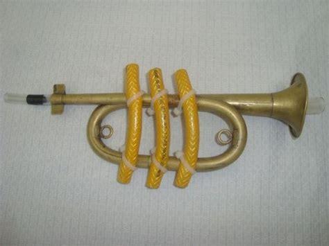 trompeta hecha con material reciclable imagui