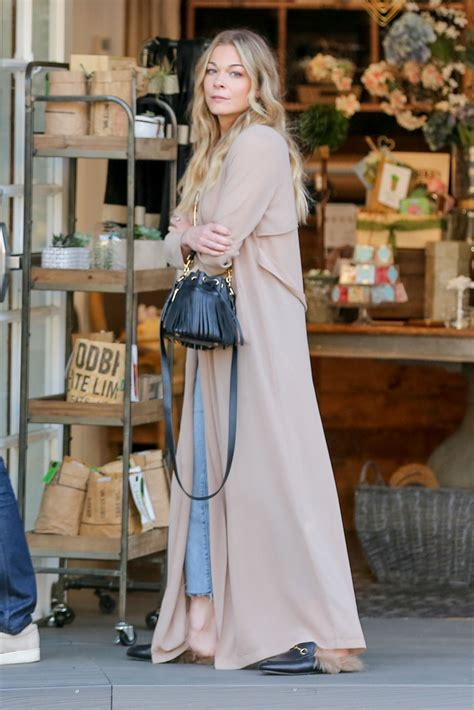 Style Leann Rimes by Leann Rimes Style Shopping In Calabasas April 2017