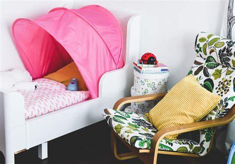 baby im kinderbett schlafen lassen familienbett erfahrungen zieht alleine ins