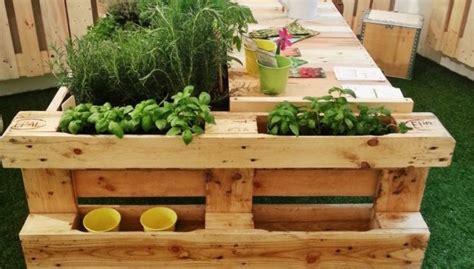 fai da te arredo giardino pallet per un arredo giardino fai da te ed ecologico
