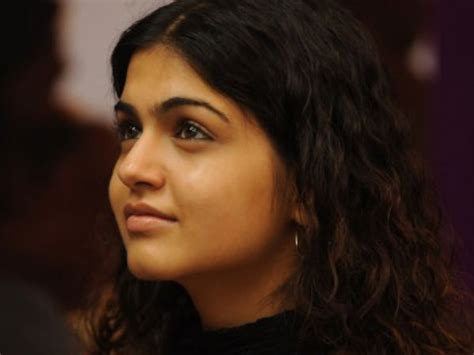 shubha phutela actress shubha phutela s pictures filmibeat