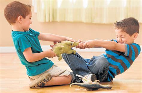 imagenes niños peleando peleas entre hermanos familia la revista el universo
