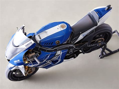 Papercraft Motorcycle - motorcycle recreate rossis corkscrew pass on