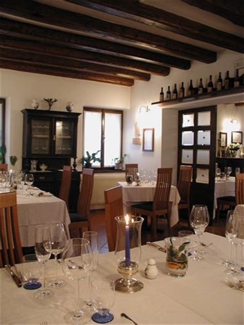 superlativo di interno interno foto di ristorante al fagagna