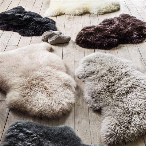 Sheepskin Rug Bedroom by Best 25 Sheepskin Rug Ideas On Ikea Sheepskin Rug Sheep Rug And Fluffy Rug