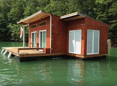 lake home airbnb 5 amazing houseboats you can rent on airbnb