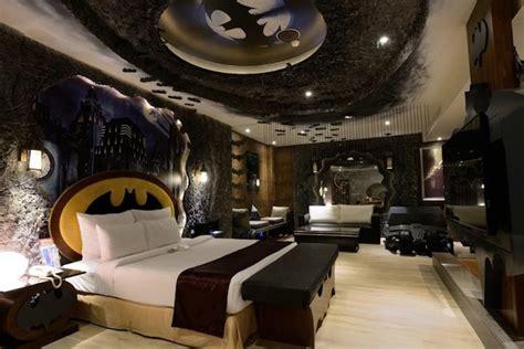 Batman Themed Hotel Room by Themed Hotel Experiences For Buffs Fabfitfun