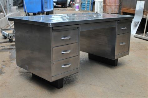 Vintage Metal Office Desk Cool Looking Vintage Desk If You Want A Different Look For Your Office Any Steel Tanker Desks