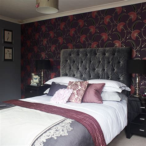 plum bedroom decorating ideas plum and pink wallpaper in hotel style bedroom how to