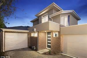 average mortgage for a 2 bedroom house it now costs 4 000 a month to pay the mortgage on an average house in sydney daily