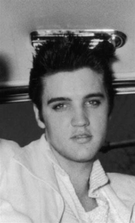 Pin by Monique McAllister on Elvis fan always | Elvis presley pictures, Elvis presley young
